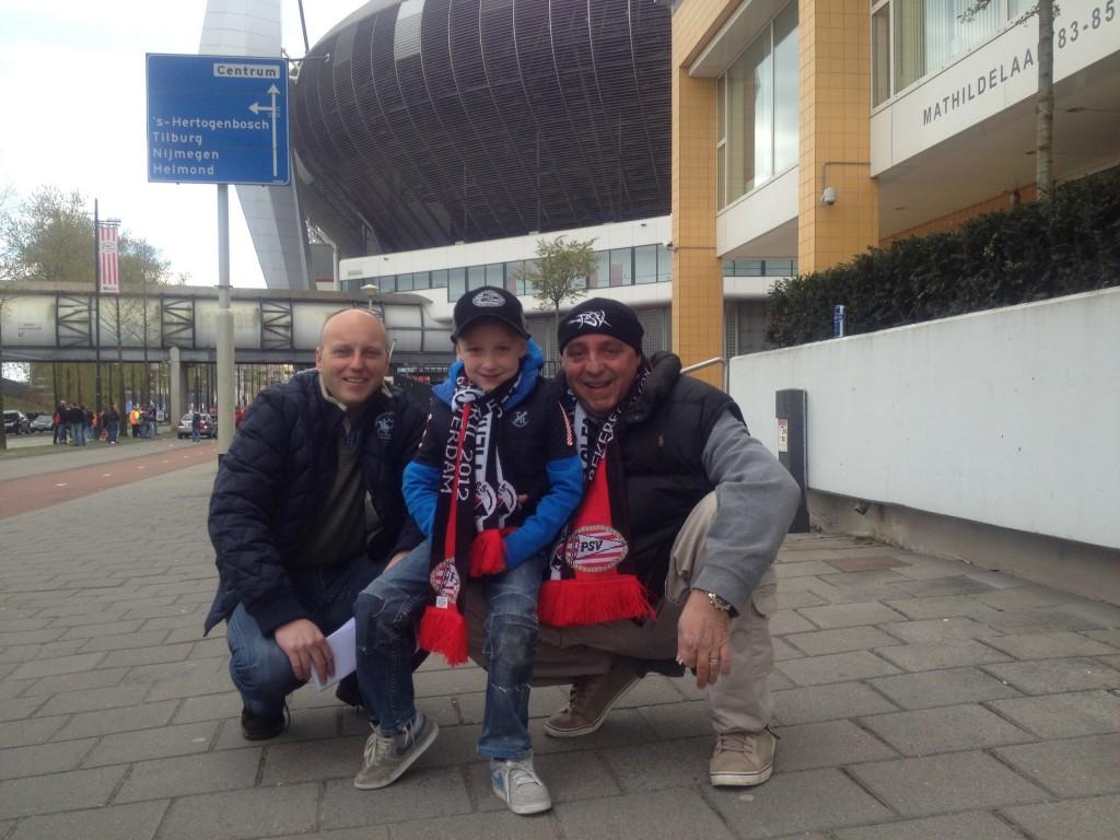 Voor vertrek bij het PSV-Stadion